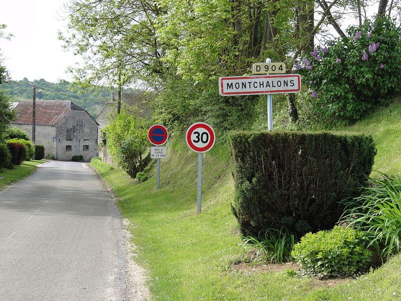 Montchâlons (Aisne) city limit sign