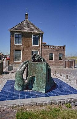 Monument Watersnood 1953, op de dijk, naast het voormalige gemeentehuis - Colijnsplaat - 20335720 - RCE.jpg