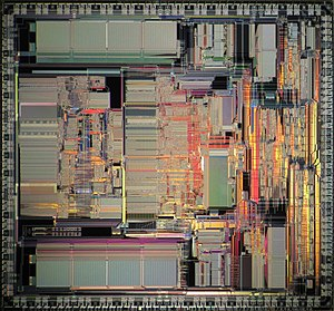 Motorola 68040 - Motorola 68040 die shot with FPU on the left