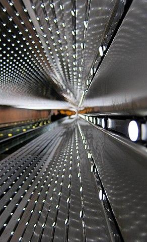"""""""Multiverse"""", una scultura di luce di Leo Villareal."""