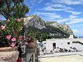 Muntele Solaro vazut de pe Via Roma din Capri.jpg