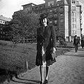 Nő, 1940 Budapest, a Jászai Mari (Rudolf) téren. Fortepan 31154.jpg