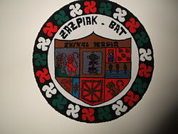 Escudo de las siete provincias vascas de Euskal Herria en la sede del PNV en Navarra (NBB)