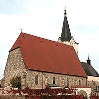 Naarn Pfarrkirche Südansicht.jpg