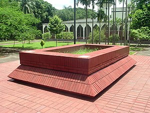 History of the University of Dhaka - Tomb of Kazi Nazrul Islam near the Dhaka University campus mosque