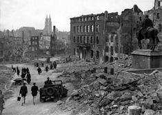 Nuremberg in ruins 1945 HD-SN-99-02987.JPG