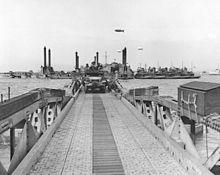 Pontoon bridge - Wikipedia