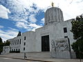 Oregon state capitol front wide 2010.JPG