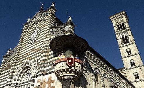 Ostensione della Sacra Cintola in piazza Duomo.jpg