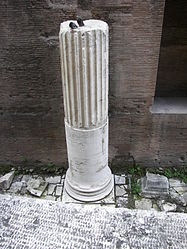 Pantheon (Rome) back column.jpg