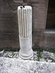 Pantheon (Rome) back column.jpg