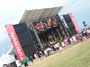 Parachute-Mainstage-Late-Afternoon.JPG