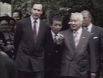 Paul Keating with Indonesian President Suharto in 1992. Paul Keating and Suharto.jpg