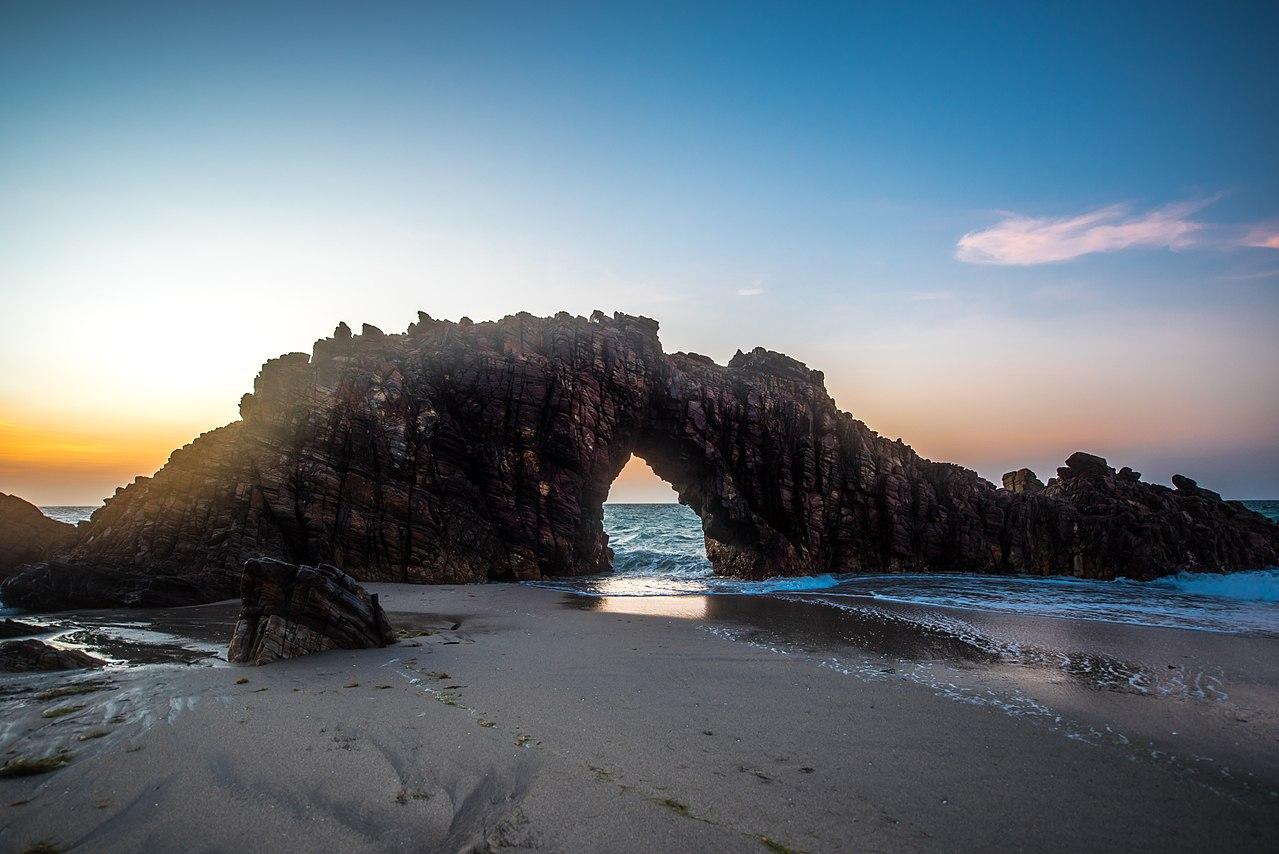 Ficheiro:Pedra Furada de Jericoacoara - Ceará.jpg – Wikipédia, a ...
