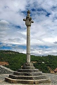 Pelourinho de Vinhais - Portugal (37479048036).jpg
