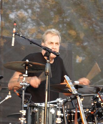 Pete Thomas (drummer) - Image: Pete Thomas 2