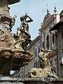Piazza Duomo e fontana di Nettuno.jpg