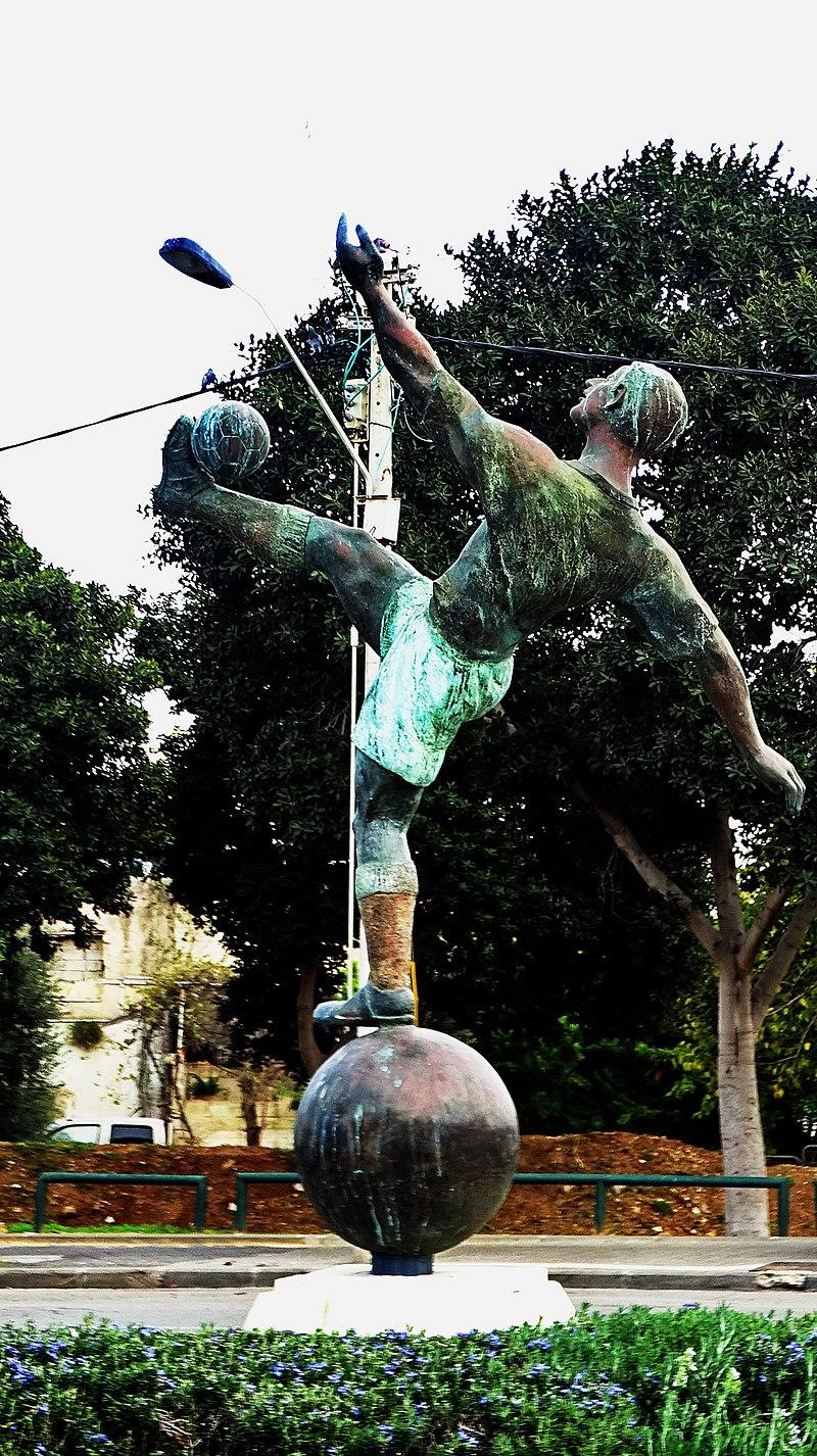 פסל נתן פנץ ביפו