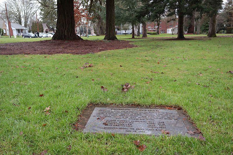 File:Pioneer Graveyard (Pacific University).jpg