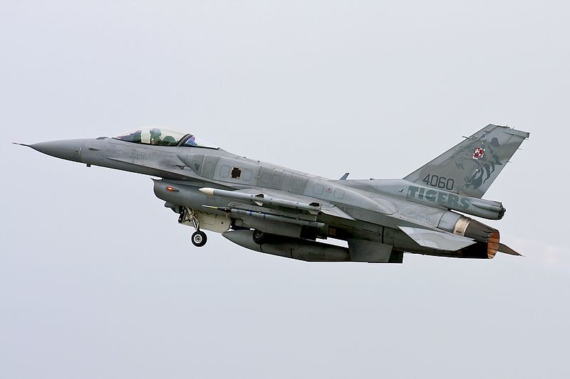 Polish Armed Forces: News - Page 3 800px-Polish_Air_Force_%284060%29_F-16C_Block_52_%286_ELT%29