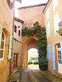 Porte du XIIIe siècle de Montesquiou (Gers).JPG