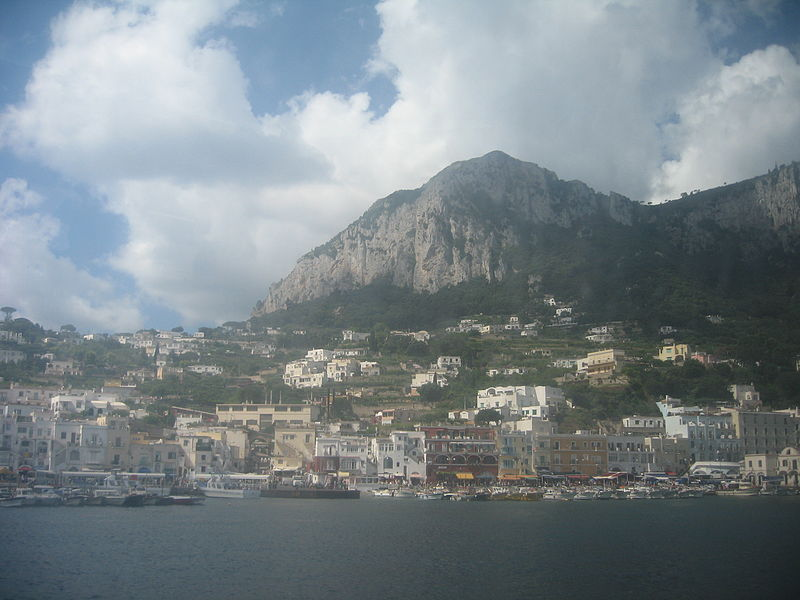 File:Portul Marina Grande din Capri27.jpg