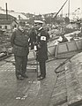 Presidentti P.E.Svinhufvud ja komentaja Einar Schwank Crichton-Vulcanin telakalla (musketti.M012-HK19850217-1).jpg