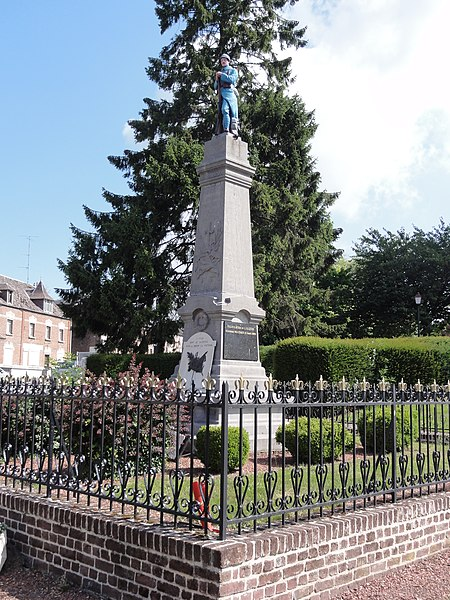 Prisches (Nord, Fr) monument aux morts