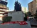 Protestes contra Peter Lim - Monument a l'afició.jpg