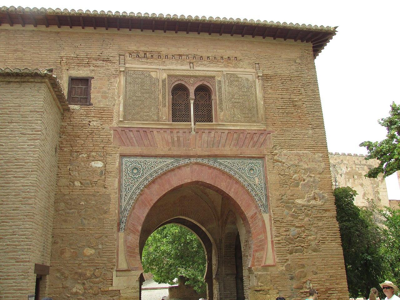 Archivo puerta del vino alhambra 19 july 2016 jpg for Puerta 19 benito villamarin