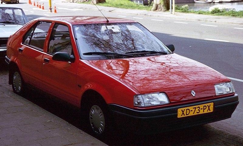 File:Renault 19 Utrecht with cones.jpg