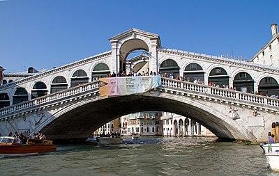 Rialto Bridge 4 (7257035190).jpg