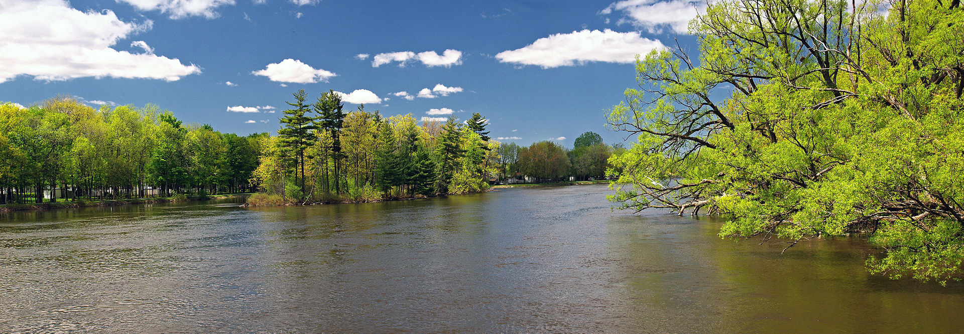the Rivière-des-Mille-Îles or thousand islands river in the suburbs of Montreal, Laval