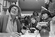 Dahl signing books