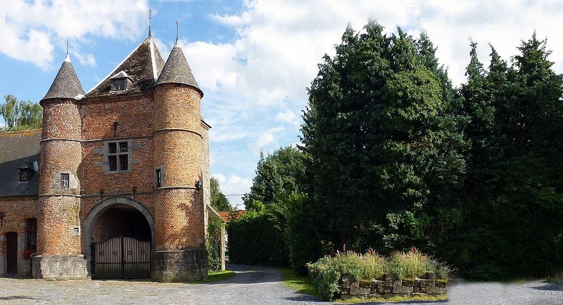 Les tours du château  Roisin (XVI-XVIIIe siècles) (Belgique).