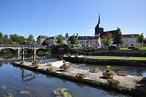 Romorantin-Lanthenay - Centre of town and the Sauldre
