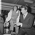 Rudi Carrell heeft de zilveren roos gewonnen. Rudi Carrell met chimpansee Plato , Bestanddeelnr 916-3519.jpg
