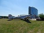 Ruzyně, Jana Kašpara, Douglas DC-3 OK-XDM a budova Českého aeroholdingu (01).jpg