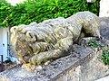 Saint-Arnoult-en-Yvelines (78), lion sculpté, rue Basse.jpg