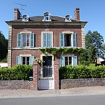 Saint-Julien-Le-Faucon-14-ancien-presbytere.JPG