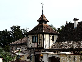 Saint-Martial-d'Artenset maison colombages.JPG