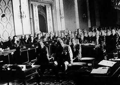 Sanjurjo con otros oficiales siendo juzgado en el tribunal en 1932.