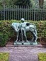 Schlosspark-Bellevue Fuchsiengarten Knabe-mit-Pony 5.jpg