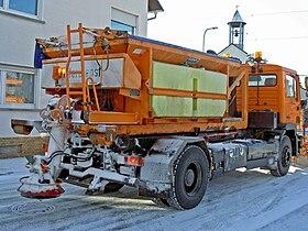 Schneepflug Strasse hinten.jpg