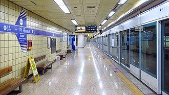 Magok station - Station platform in September 2018