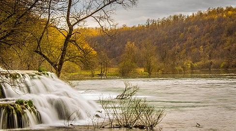 Slap u selu Mrežnica na rijeci Mrežnici.jpg