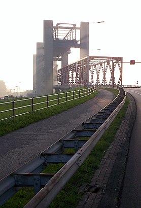 Hoe gaan naar Spijkenisserbrug met het openbaar vervoer - Over de plek