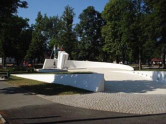 Otočac - Image: Spomenik braniteljima, Otočac park