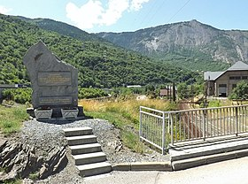 Estela comemorativa do acidente na entrada de Saint-Michel-de-Maurienne linha aérea Maurienne.