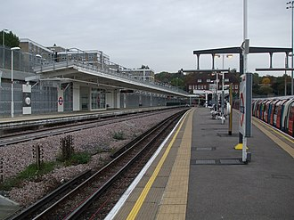 Stanmore tube station - Image: Stanmore station platform 2 look north Oct 09